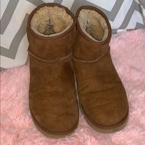 Size 9 chestnut short uggs